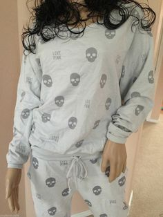 There is 0 tip to buy skull, nightwear, dress. Help by posting a tip if you know where to get one of these clothes. Sweater Weather, Visual Kei, Skull Fashion, Punk Fashion, Lolita Fashion, Estilo Rock, Pink Skull, Grunge, Pink Love