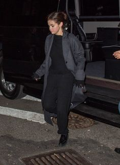 October 21: Selena arriving at The Spotted Pig in New York, NY