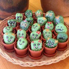3,542 vind-ik-leuks, 52 reacties - Succulent Love  (@succulove) op Instagram: 'Mini cactus rock family. So cute! #succulove by @cara.dura.designs '