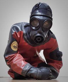 Studs in leather: Photo Scuba Diving Gear, Diving Suit, Latex Men, Hazmat Suit, Scuba Girl, Heavy Rubber, Rubber Gloves, Neoprene Rubber, Mantel