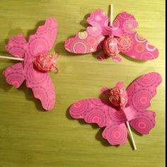 Valentines made with die cuts --- & tootsie roll pops! Valentine Day Crafts, Be My Valentine, Holiday Crafts, Butterfly Birthday Party, Birthday Party Themes, Art For Kids, Crafts For Kids, Candy Bouquet, Craft Gifts