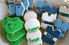 Golf cookies would be perfect for a little boy's birthday!!  Set up a putt putt course in the front yard and have these for favors.  Too cute!