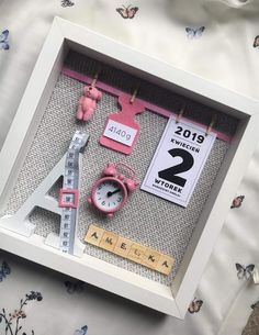 Diy Baby Gifts, Baby Crafts, Baby Shower Gifts, Diy And Crafts, Paper Crafts, Scrabble Crafts, Gift Box Design, Baby Frame, Cricut Craft Room