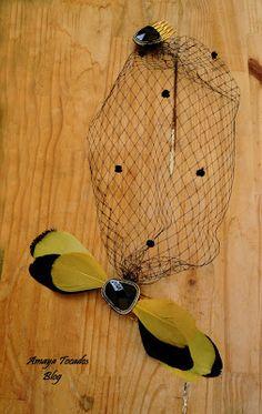 Amaya Tocados Blog: Conjunto: Tocado con velo francés, a juego con flor de plumas en color dorado y negro