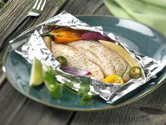 Fischfilet in Folie  Ein echter Klassiker zu Karfreitag.  Fisch zart gegart auf Spinat-Gemüsebett gelegt und sanft in der Folie gegart.  Schmeckt einfach gut!  http://einfach-schnell-gesund-kochen.de/fischfilet-in-folie/