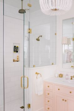 Home Interior De Mexico pink and white modern bathroom style inspiration Gold Bathroom, Bathroom Interior, Home Interior, Modern Bathroom, Small Bathroom, Master Bathroom, Bathroom Remodeling, Bathroom Yellow, Girl Bathrooms
