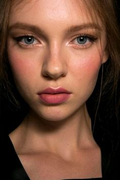 Natural Makeup Beauty at Dolce Gabbana Spring / Summer 2016 - You only need to know some tricks to achieve a perfect image in a short time. Makeup Inspo, Makeup Inspiration, Makeup Tips, Eye Makeup, Hair Makeup, Makeup Ideas, Makeup Tutorials, Makeup Hairstyle, Makeup Brushes