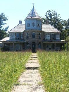 Abandoned house in Glen Alpine, North Carolina