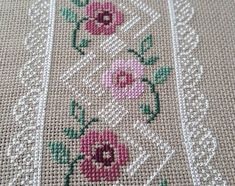 No photo description available. Cross Stitch Boarders, Cross Stitch Rose, Cross Stitch Flowers, Cross Stitch Designs, Cross Stitch Embroidery, Hand Embroidery, Cross Stitch Patterns, Embroidery Designs, Tapestry Crochet