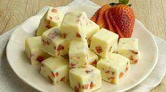 Weiße Schokohappen mit Erdbeer und Zitrone