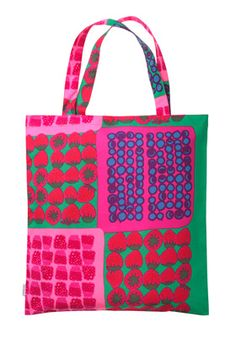 Mummolan Marjat bag by Marimekko What fun for this years farmers' market. Textile Patterns, Textile Design, Marimekko Bag, Cotton Shopping Bags, Indie Girl, Best Bags, Bag Accessories, Purses And Bags, Reusable Tote Bags