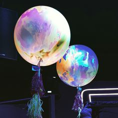 Neon Balloons                                                                                                                                                                                 Más