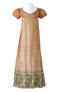 Historical fashion and costume design. Платье, 1800-1810  Из  Музей де TISSUS и др декоративного искусства де Лион