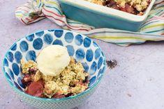 Low Syn Apple & Blackberry Crumble - Basement Bakehouse Slimming World Deserts, Slimming World Puddings, Crumble Recipe, Crumble Topping, Pudding Recipes, My Recipes, Healthy Recipes, Blackberry Crumble, British Desserts