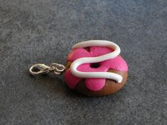Charms Donut à la crème en pate fimo : Autres bijoux par jl-bijoux-creation