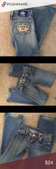 Victoria Beckham for Rock & Republic Jeans size 25 Victoria Beckham for Rock & Republic jeans. In new condition. Size 25. Inseam of 33 inches. Thanks for looking! Happy Poshing! 👖❤️ Rock & Republic Jeans Flare & Wide Leg