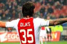 Na één seizoen moet Willem II waarschijnlijk al afscheid nemen van ex-Ajacied Mitchell Dijks. Door zijn goede spel afgelopen seizoen voor de club uit Tilburg heeft de linksback de belangstelling gewekt van Feyenoord, AZ en Celtic.