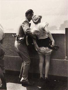 Weegee, On Top of The Empire State Building, ca. Printed Weegee, On Top of The Empire State Building, ca. Weegee Photography, Street Photography, Empire State Building, Photographie Portrait Inspiration, Actrices Hollywood, Vintage Lingerie, Vintage Pictures, Vintage Photographs, Historical Photos