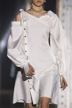 Adeam at New York Fashion Week Spring 2019 - Details Runway Photos Fashion Week, New York Fashion, Fashion Show, Fashion Trends, Fashion Fashion, Fashion Spring, Couture Fashion, Runway Fashion, Womens Fashion