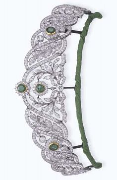 A BELLE EPOQUE EMERALD AND DIAMOND TIARA. Designed as an old European and circular-cut diamond tapered garland band, with collet-set emerald accents, mounted in platinum and gold, circa 1915. #BelleÉpoque #tiara