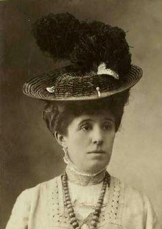 Portrait de Jeanne Lanvin vers 1890 © DR Patrimoine Lanvin. #Lanvin125