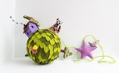 Mobile ornament Green Planet with a hippy cat. di Intres su Etsy
