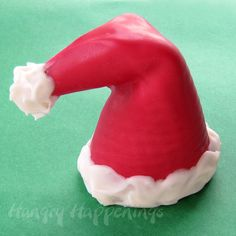 Hungry Happenings: Sweet Sugar Cone Santa Hats can be served with or without ice cream. Edible Christmas Gifts, Christmas Cup, Christmas Desserts, Christmas Treats, Christmas Goodies, Christmas Traditions, White Christmas, Xmas, Christmas Ice Cream Cake