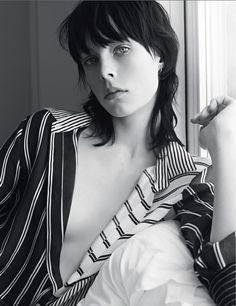 British model Edie Campbell fronts for Sandro Spring Summer 2014 campaign. She is photographed by Karim Sadli. Short Shaggy Bob, Shaggy Hair, Mullet Haircut, Mullet Hairstyle, Edie Campbell, Modern Mullet, Top Fashion, Grunge Hair, Brown Hair Colors