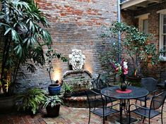French Quarter Courtyard is Hidden Mexican Courtyard, French Courtyard, Brick Courtyard, Courtyard Ideas, Courtyard Gardens, Back Gardens, Small Gardens, Outdoor Gardens, Porches