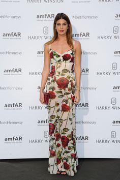 Bianca Brandolini d'Adda en robe Dolce & Gabbana à fleur rouge rose rouge http://www.vogue.fr/mode/inspirations/diaporama/le-dner-de-lamfar-paris/21422/carrousel#bianca-brandolini-dadda-en-robe-dolce-gabbana