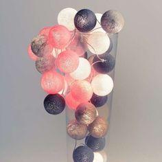 Mooie combinatie van wit, grijs en roze. Zacht sfeervol licht voor een meisjeskamer