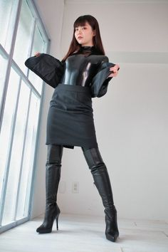 Black Catsuit, Latex Catsuit, Mode Latex, Leder Outfits, Latex Girls, Latex Dress, Sexy Latex, Latex Fashion, Beautiful Asian Women