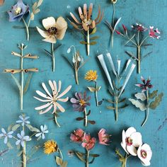 « In love with the amazing flower sculptures by Ann Wood from So gorgeous! Diy Paper, Paper Crafts, Art Crafts, Origami, Diy Broderie, Ann Wood, Paper Artist, Amazing Flowers, Handmade Flowers