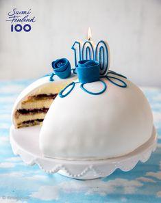 Prinsessakakku on rakastettu klassikko, jonka olemme tottuneet näkemään vihreässä asussa. Juhlistan 100-vuotiasta Suomea pukemalla prinsessan sinivalkoiseen itsenäisyyspäiväasuun. Cute Cakes, Butter Dish, Easy Meals, Goodies, Dishes, Desserts, Recipes, Food, Europe