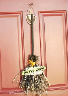 No Fly Zone. Cute instead of a Halloween wreath! #halloween #craft