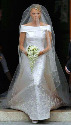 Princess Charlene of Monaco - this is one of my favourite royal wedding dresses. Royal Wedding Gowns, Celebrity Wedding Dresses, Royal Weddings, Wedding Veils, Celebrity Weddings, Wedding Ceremony, Princesa Charlene, Royal Brides, Wedding Looks