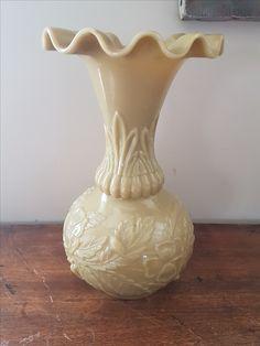 Vase en opaline de foire à motif floral