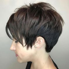 The long pixie cut is a great way to take your short hair to the next level. Its variants suit different face shapes, hair types, and personalities. Check out the best long pixie haircut ideas in pictures to get inspired! Short Choppy Haircuts, Long Pixie Hairstyles, Short Hairstyles For Women, Short Hair Cuts, Short Hair Styles, Pixie Cuts, Cute Pixie Haircuts, Choppy Bangs, Longer Pixie Haircut