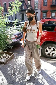 Style Bella Hadid, Bella Hadid Outfits, Mode Outfits, Trendy Outfits, Fashion Outfits, Celebrity Casual Outfits, Moda Streetwear, Streetwear Fashion, 00s Mode