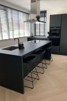 Op zoek naar een nieuwe keuken? Bekijk alle Budgetplan keukens online of in onze winkel in Ridderkerk. In elke prijsklasse en voor elk budget.