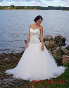Real wedding in Finland. Tulle dress with open back by Pukuni (www.pukuni.fi).
