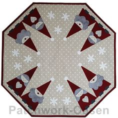 sykit til triangeltomtar Christmas Sewing Projects, Christmas Crafts, Christmas Decorations, Quilt Design, Quilting Designs, Mug Rugs, Xmas Ornaments, Cool Cards, Placemat