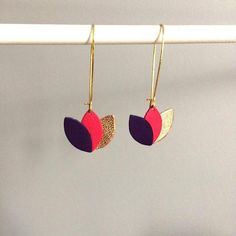 Earrings raspberry purple, pink leather and gold rose flower on Golden mount leather style earring Boucles d'oreilles cuir violet rose framboise et or rosé Leather Flowers, Purple Leather, Gold Leather, Purple Gold, Rose Gold, Diy Earrings, Leather Earrings, Leather Jewelry, Leather Craft