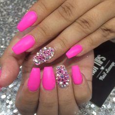 No photo description. Pink Sparkle Nails, Bright Pink Nails, Pink Nail Colors, Hot Pink Nails, Pink Acrylic Nails, Cute Nails, Pretty Nails, Valentine's Day Nail Designs, Nagel Hacks