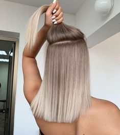 Balayage and ombré are two of the trendiest, most common salon hair-coloring techniques. Although they share some similarities, ombré and balayage are actually Hair Color Balayage, Hair Highlights, Blonde Highlights Short Hair, Blonde Roots, Blonde Hair Looks, Blonde Brunette, Brown Blonde, Ombre On Blonde Hair, Sandy Blonde