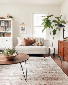 Decoração de sala de estar com um cantinho de leitura super cosy.