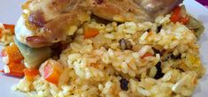 Arroz con conejo Chefs, Fried Rice, Fries, Ethnic Recipes, Food, Gourmet, Tuna Steaks, Caldo De Pollo, Recipes With Rice