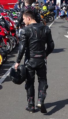 Located In southern England. All photos taken by me so please credit me if you use/share them, don't just steal them! My bike and myself in photos above! Bike Suit, Motorcycle Suit, Mens Leather Pants, Biker Leather, Best Motorbike, Motorbike Leathers, Biker Boys, Biker Gear, Sport Bikes
