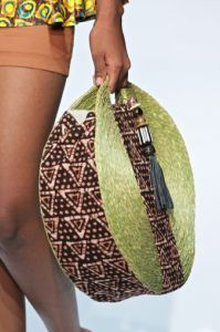 African fashion is shockingly beautiful. If you adore styles that makes you stand out, you cant do better than African fashion. But, how much do you know about these beautiful styles? African Inspired Fashion, African Print Fashion, Africa Fashion, African Prints, African Accessories, Fashion Accessories, Ankara Bags, Diy Sac, African Design