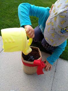 Gärtnern mit kleinen Kindern - Tipps und Tricks ⋆ Miss Broccoli Broccoli, Straw Bag, Planting For Kids, Sprouting Seeds, Harvest, Tips And Tricks